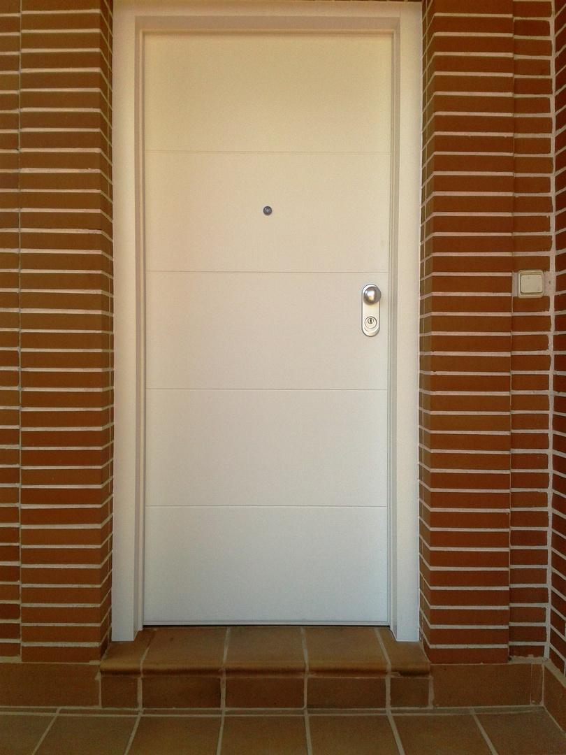 Puertas de entrada de puertas castilla la mancha for Puerta entrada vivienda