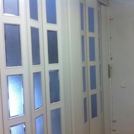puerta fuelle blanca vidriera
