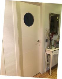 Puerta interior lacada blanco con ojo de buey