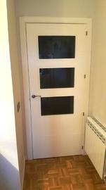 Puerta interior lacada blanco vidriera