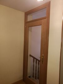 puerta interior roble vidriera con montante
